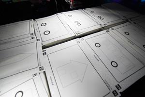 紙に描いた乗り物や建物はスキャンすることで、立体的な3Dとなってスクリーン上に現れる。平面で描いたものが立体になるので、子どもたちは空間的にものを理解できる。