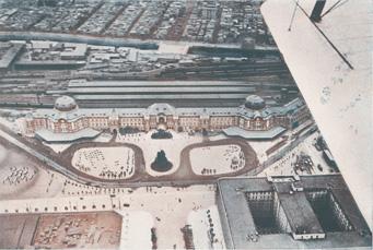 《飛行機から俯瞰した丸の内東京駅附近》 『大東京写真帖』より 1930年 東京ステーションギャラリー蔵