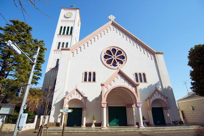 サレジオ教会の正式名称はカトリック碑文谷教会。この地域のシンボル的存在です。松田聖子さんやサッカーの三浦知良さんが挙式したことでも有名。