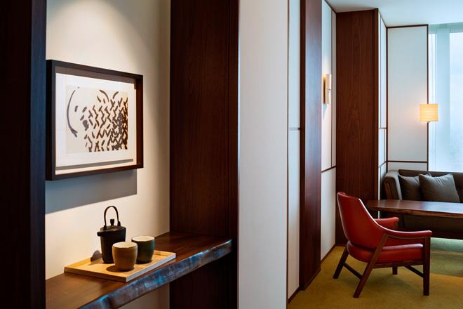 スタンダートタイプの『アンダーズ ルーム』。日本らしい美意識を追求した室内。鉄瓶のティーポットなど、自宅にいるようなくつろぎを大切にしている。