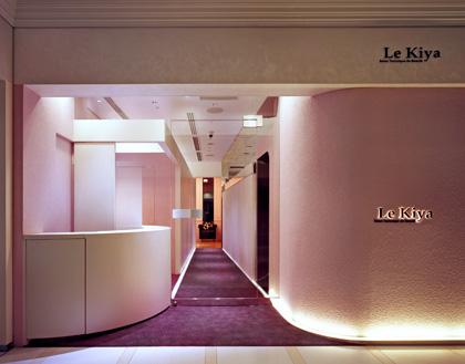 ▲『ル・キヤ 丸の内店』入り口。ピンクのグラデーションが華やかな雰囲気。