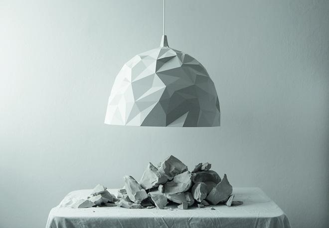 革新的で美しいデザインのDIESELの照明。「ロック」はゴツゴツとしたドームのような形状で内側がクリスタルのように光線を反射する。
