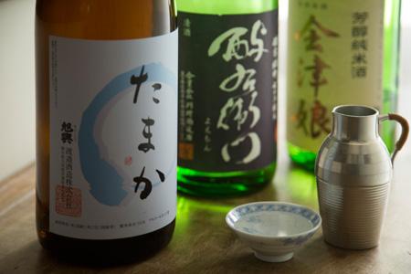 日本酒は食事に合う純米酒。その時々で銘柄が変わる。冷酒、ひや、燗など好みを伝えて。