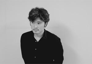 デザインを手がけたアートディレクターの長谷川滋之氏。
