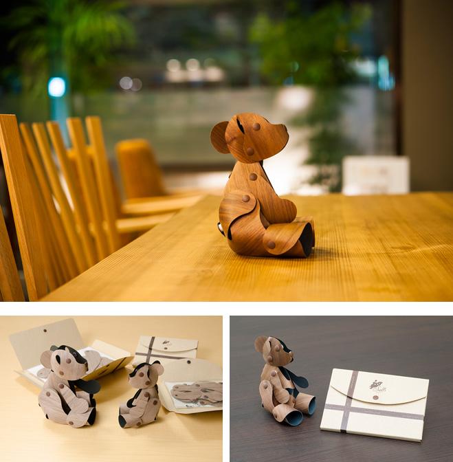 木の紙スナップ ウォルナットベア パッケージサイズ(mm):小157×110×9、大210×147.5×9 価格:小3280円、大3980円(税抜き)