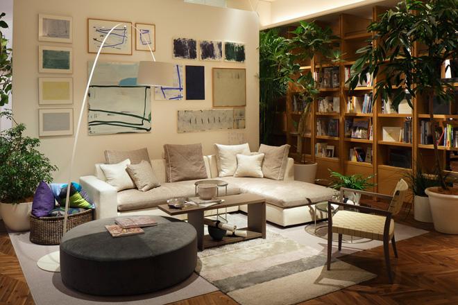 あたかも個性豊かな住まいや書際を訪れたような雰囲気で、インテリアと書籍が楽しめる。