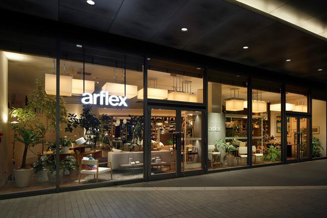 アルフレックス 玉川の店舗。2フロア2170坪の蔦屋家電の2階に位置する70坪の店内には、本とファニチャー、家電を中心にしたライフスタイルがトータルで提案されている。