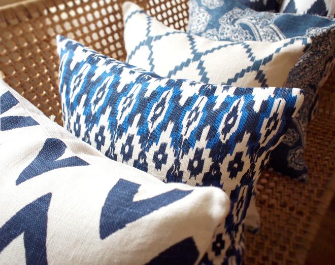 北欧テイストの麻100%のクッションカバー。夏らしい色合いと素材で清涼感を高めてくれる。
