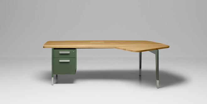 Bureau Présidence サイズ:W248xD150.5xH74.5cm 価格:126万9000 円(税込)/smoked oak 108万5400円(税込)/natural oak
