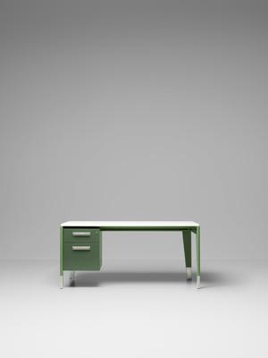 Bureau Métallique サイズ:W161.5xD82.5xH74.5cm 価格:48万4920円 (税込)