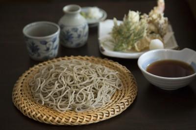 天せいろ 1,500円 衣がサクッと小気味いい天ぷらは季節のもの。シャ キッとしたそばは歯ごたえもしっかりとある。