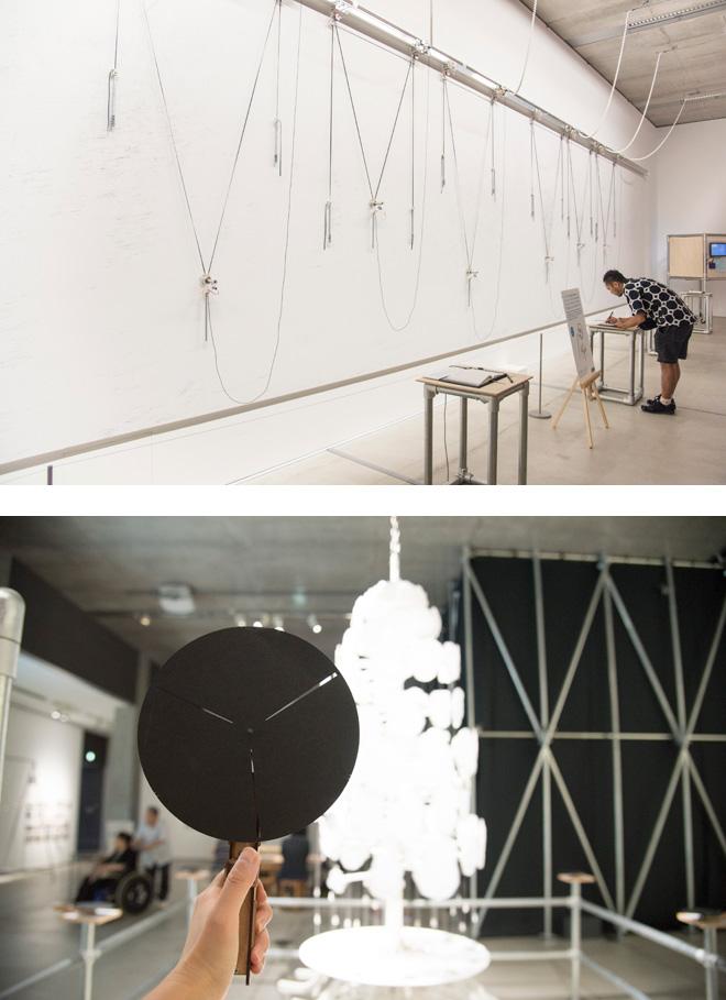 (上)『セミセンスレス・ドローイング・モジュールス #2(SDM2)-レターズ』     菅野 創+やんツー 2015年(体験型作品) (下)『森のゾートロープ』 パンタグラフ 2015年 (体験型作品)