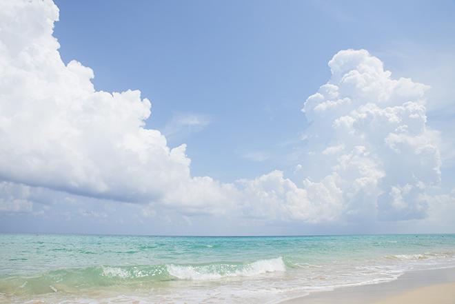 カリブ海の美しさは想像以上。ハバナからバスですぐにもかかわらず、人が少なくまるでプライベートビーチ。