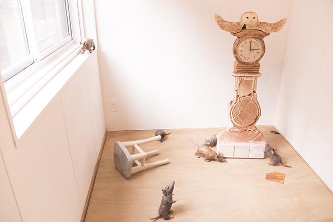 """さかもとゆり氏の""""時""""をテーマにした展示は、絵本の世界に迷い込んだよう。"""