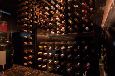 ワインはフランス中心。魚料理にぴったりの 白ワインが充実している。
