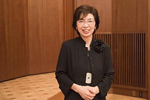 現役のインテリアコーディネーターでもある町田ひろ子校長。今から38年前に「インテリアコーディネーター」を日本で初めて提唱した。