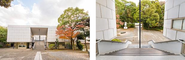 左:鎌倉八幡宮の自然景観を取り込んだ白亜のモダンな建物。右:日本を代表するモダニズム建築は、建築家の坂倉準三の代表作。正面の階段を上って展示室に入る。