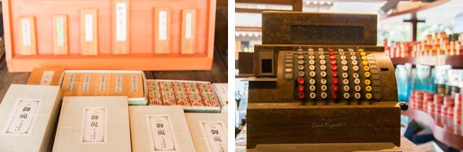 武居三省堂(文具店)の創業当時の主力商品は墨と硯。醤油店のレジスターが昭和初期を感じさせます。