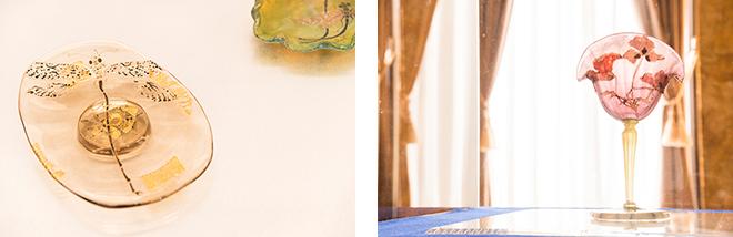 (上)最もアール・デコの粋が集められた旧朝香宮邸の大客室。(左)「蜻蛉文受皿」(1878-1889) 北澤美術館蔵 。(右)脚付杯「ひなげし」(1900) 北澤美術館蔵。