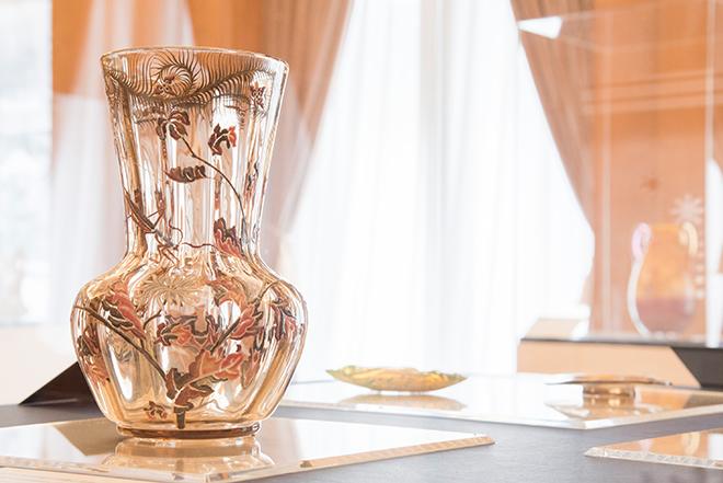 「菊にカマキリ文花瓶」(1884-1889) 北澤美術館蔵。