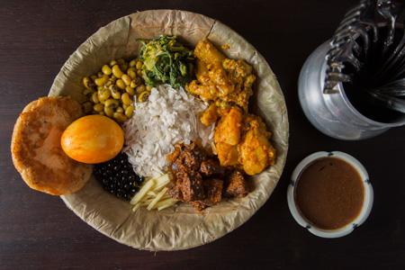 「サマエボウジセット」1,200円 白、黒、黄色緑のアースカラーが美しい。香ばしい「チウラ」や 乾燥した黒い豆など食感も様々に混ざっている。