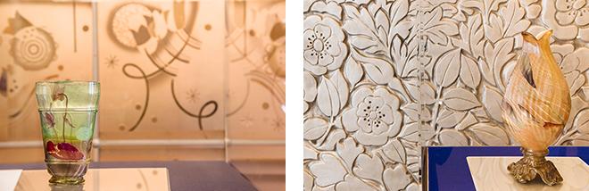 (左)扉に描かれた花と同じ花が描かれた花瓶。「シクラメン文花瓶」(1898-1900) 北澤美術館蔵。(右)壁の銀色の花畑に咲く蕾のよう。花瓶「アイリスの蕾」(1900年頃) 北澤美術館蔵。
