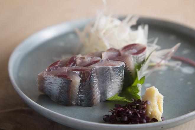 いわし刺身 500円 脂がのったいわしを刺身に。 魚は近くの足立市場から仕入れているので鮮度がいい。