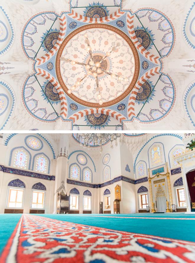 トルコ・イスラーム芸術を代表する工芸作品がちりばめられ、礼拝空間に施された繊細で優美な装飾は息をのむほどの美しさ。