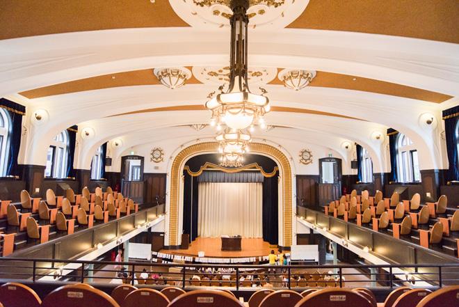 横浜市開港記念会館の講堂は今も使用されている。481名収容。