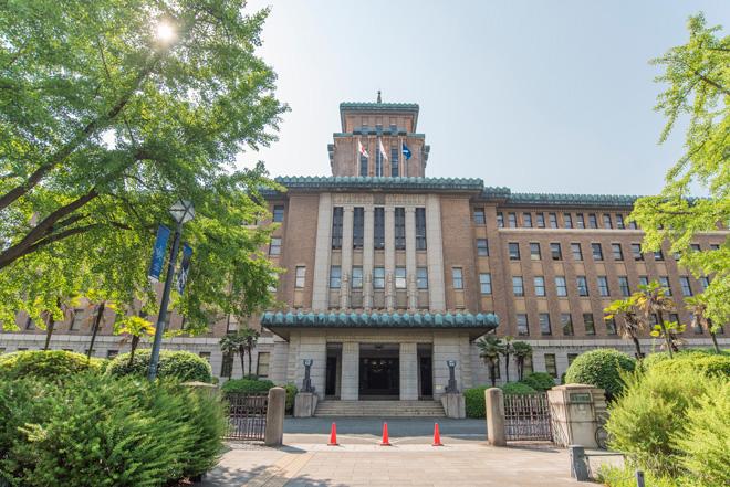 キングの塔の愛称で親しまれている神奈川県庁本庁舎の高さは約50m。1928年完成で、神奈川県内で最初の国登録有形文化財。