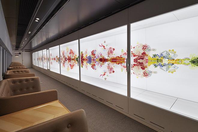15号車は、荒神明香(こうじんはるか)のインスタレーション「reflectwo」を展示。