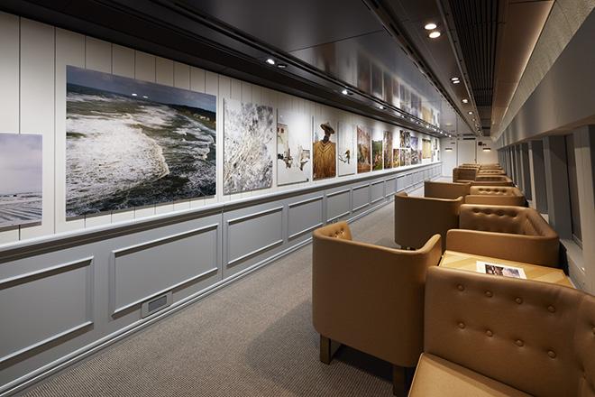 写真家である石川直樹が新潟で撮影した「潟と里山」を展示した14号車。