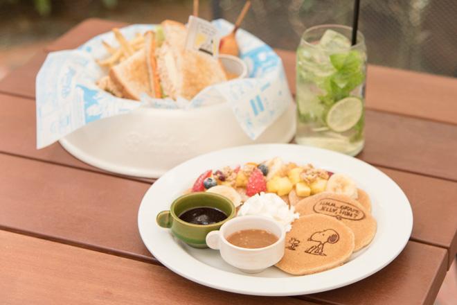 ピーナッツにちなんだメニューが豊富な「Cafe Blanket(カフェブランケット)」。マイフェイバリット ピーナッツ、パンケーキ、ミント&ライムなどがおすすめ。
