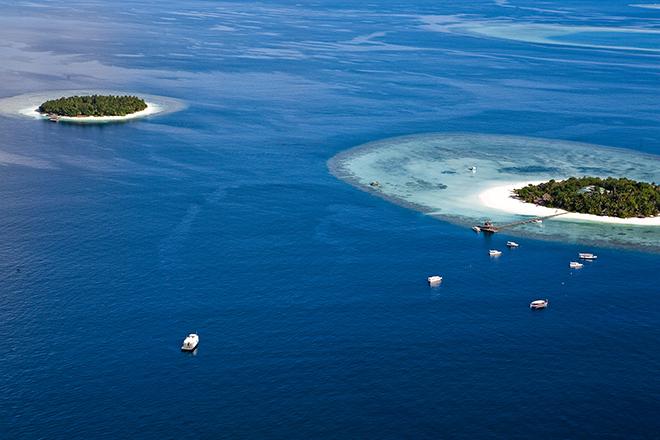 神々しいほど美しいラグーンが無数に残るモルディブ。地球で最後に残された宝物のような海が広がる。