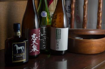 つきあいのある静岡の酒蔵を中心に約30蔵のお酒を揃えている。
