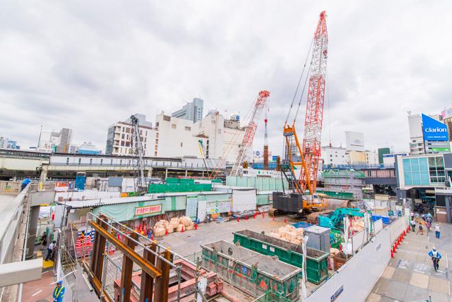 大規模再開発中の渋谷駅前。高さ230mの駅ビル屋上には展望施設がOPEN予定。