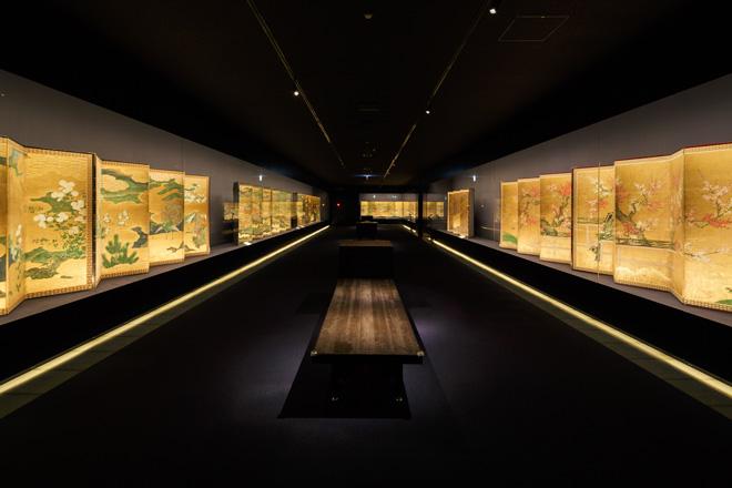屏風を中心にした日本絵画の3階展示室。
