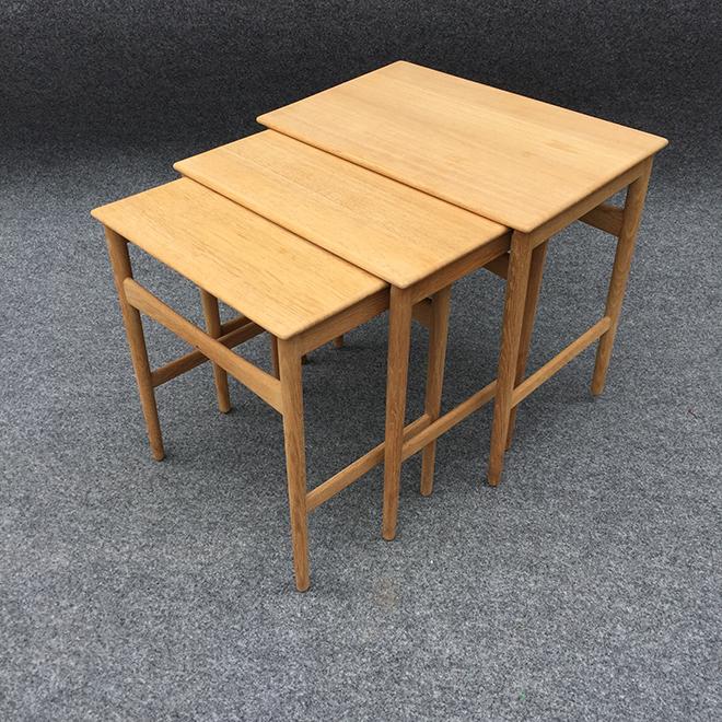 ネストテーブル(3 点セット) 入れ子になった3 点のテーブルは、緻密な設計で引っ掛かることなくスムーズに出し入れができる。 サイズ:W520・D345・H480 ㎜ 参考価格:370,000 円(税別)