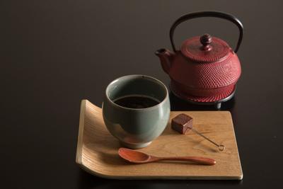 キュートな鉄瓶でくるコーヒーや紅茶も人気。