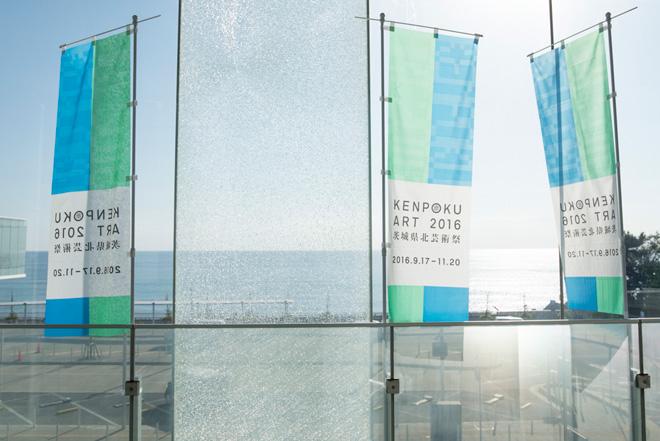 建築家・妹島和世氏がデザイン監修し、海に浮かぶような透明の日立駅。