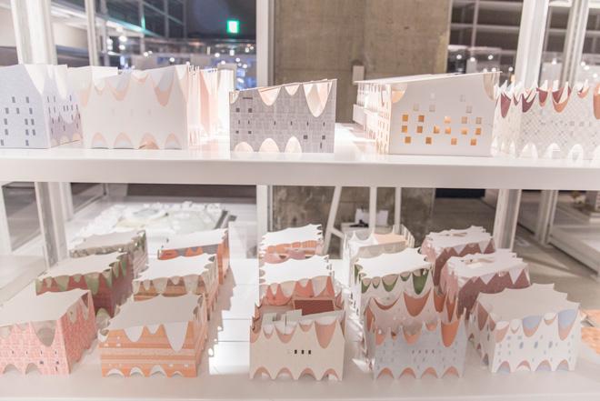 いくつものパターンが検討された青木淳氏のスタディ模型。