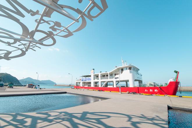 男木島の玄関である港のインフォメーションセンター、ジャウメ・プレンサ氏「男木島の魂」。
