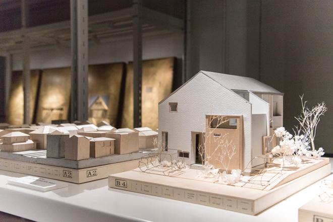 高栄智史氏の個人邸の建築模型。庭や車も細かく表現されている。