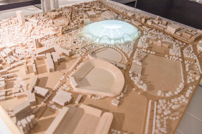 新国立競技場・国際デザイン・コンクールで最優秀作品候補となった、梓設計のコンペ案。神宮の杜の様子もつくられている。