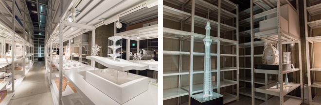 (左)広い空間に並んだ白い棚は、建築家・坂茂氏のアドバイスのもとに特注して配置。 (右)東京スカイツリーの模型。 (日建設計)