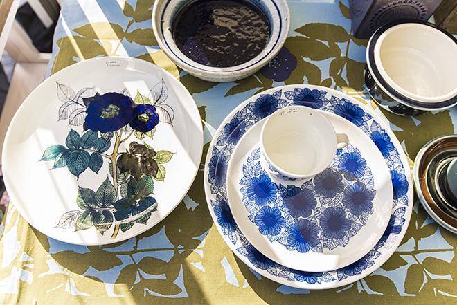 北欧らしい花柄の絵皿。