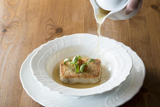 カマスとさといもの焼きリゾット  2,000円 香ばしく焼いたご飯にさといものトロトロが好対照。 かますの淡白な味わいにアゴ出汁がコクを重ねる。