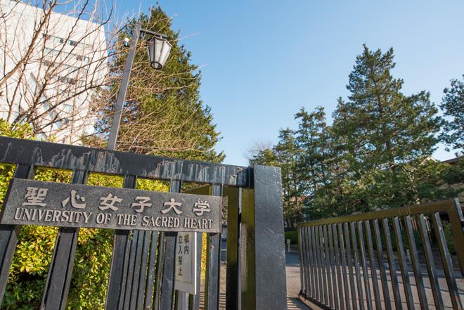 下総佐倉藩主、堀田家の下屋敷だった跡地に建つ聖心女子大学。隣の日赤の敷地にまで広大なキャンパスです。