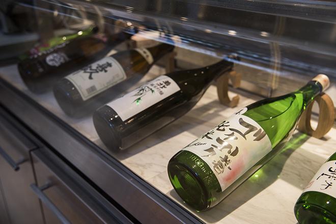 料理に合わせたペアリング・ドリンクは、ソフトドリンクか日本酒か、いずれかを選べます。