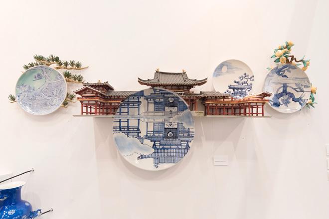 (左)現代青磁を代表する人気作家、川瀬 忍氏の作品が揃う。3月27日~4月1日に東京・日本橋の「ギャラリーこちゅうきょ」で開催される個展の先行展示。(右)有元利夫の作品を出展した栄善堂画廊。